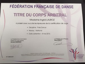 Ingrid Lauroz passe sa certification de Juge de Pole Dance niveau national